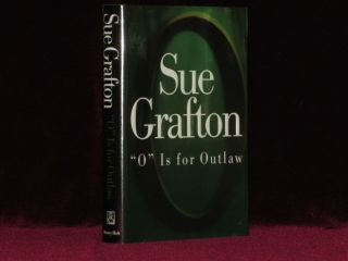 O IS FOR OUTLAW. Sue GRAFTON, SIGNED