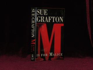 M IS FOR MALICE. Sue GRAFTON, SIGNED