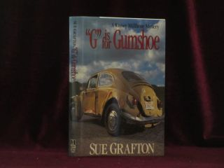 G IS FOR GUMSHOE. Sue GRAFTON, SIGNED.